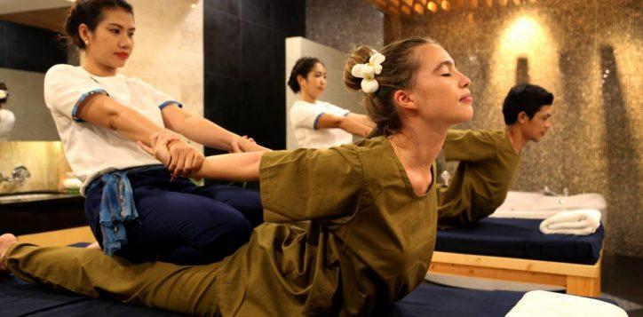thai-massage-couple-2